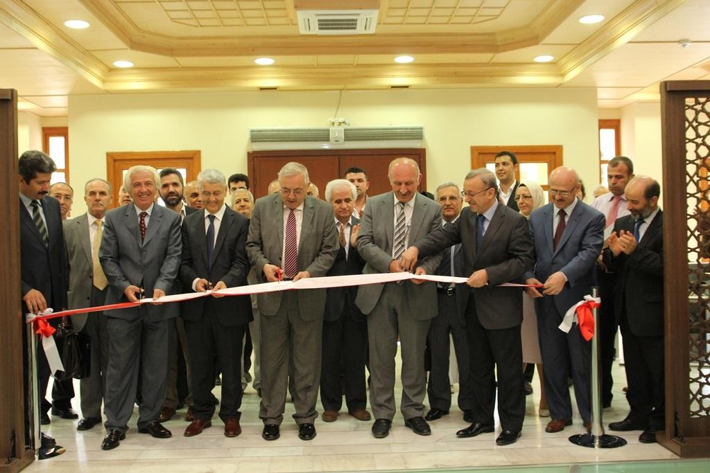 http://lisansustu.fatihsultan.edu.tr/resimler/upload/Yil-Sonu-Sergisi-Prof-Dr-Oktay-Aslanapa-Anisina-1120613.jpg