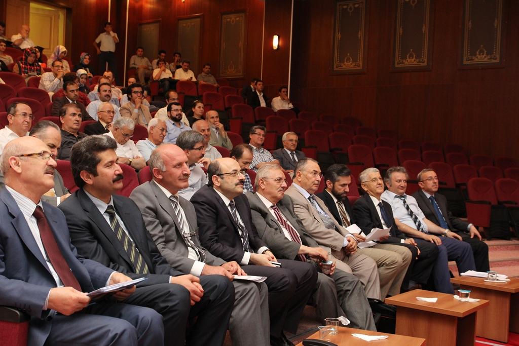 http://lisansustu.fatihsultan.edu.tr/resimler/upload/Yil-Sonu-Sergisi-Prof-Dr-Oktay-Aslanapa-Anisina-12120613.jpg