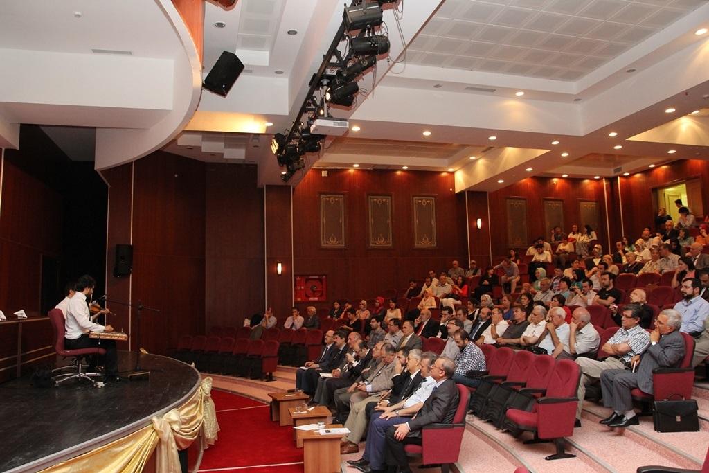 http://lisansustu.fatihsultan.edu.tr/resimler/upload/Yil-Sonu-Sergisi-Prof-Dr-Oktay-Aslanapa-Anisina-15120613.jpg