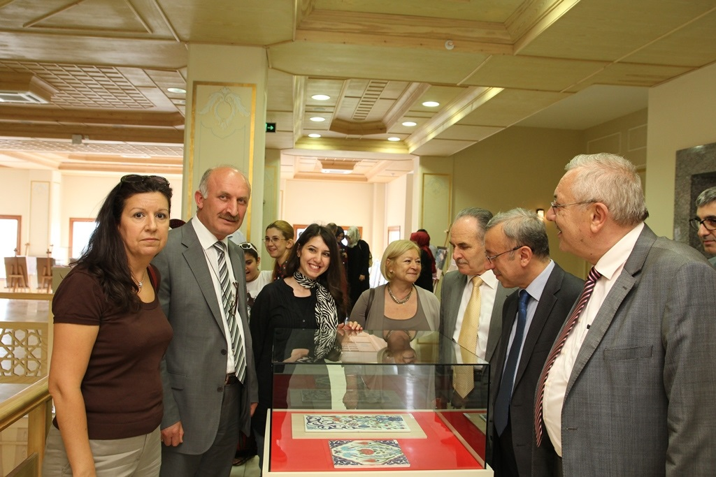 http://lisansustu.fatihsultan.edu.tr/resimler/upload/Yil-Sonu-Sergisi-Prof-Dr-Oktay-Aslanapa-Anisina-4120613.jpg