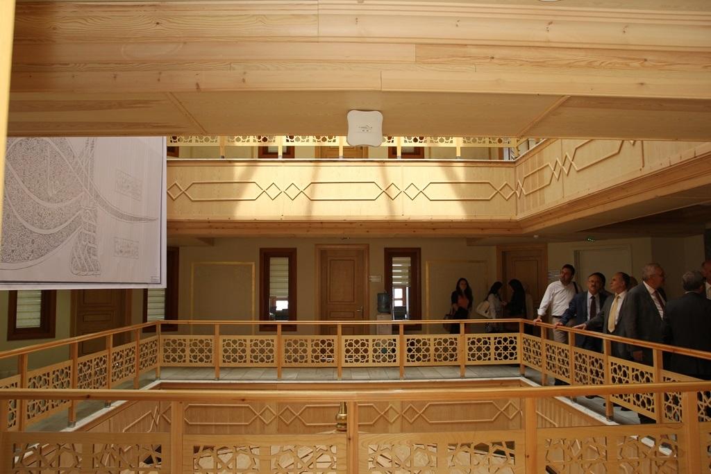 http://lisansustu.fatihsultan.edu.tr/resimler/upload/Yil-Sonu-Sergisi-Prof-Dr-Oktay-Aslanapa-Anisina-7120613.jpg