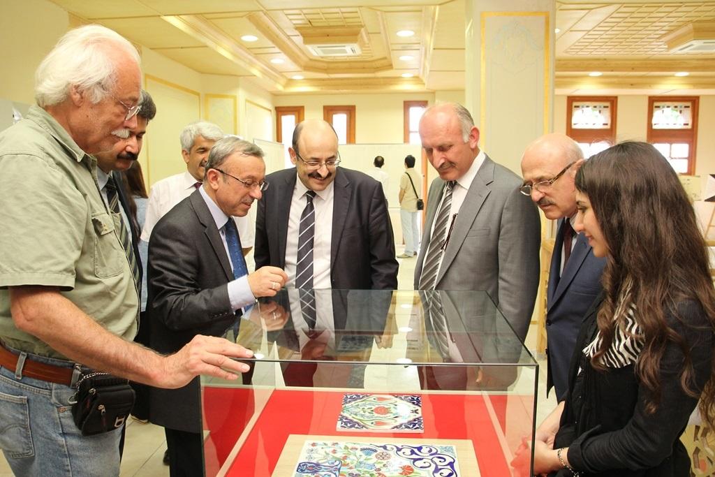 http://lisansustu.fatihsultan.edu.tr/resimler/upload/Yil-Sonu-Sergisi-Prof-Dr-Oktay-Aslanapa-Anisina-9120613.jpg